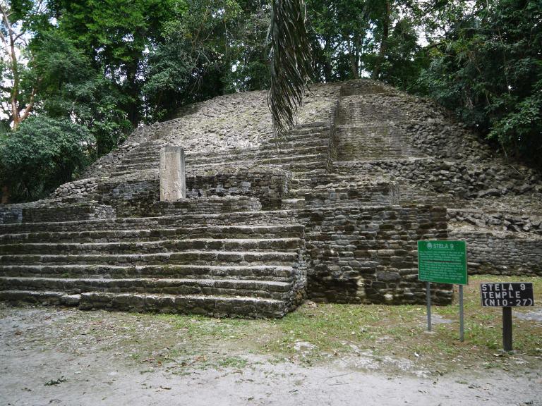 Stela 9 temple - Lamanai Travellingminstrel #7
