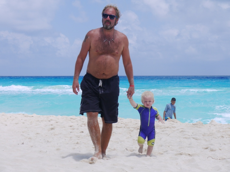 The ultimate traveller and Jed on the beach - Travellingminstrel #