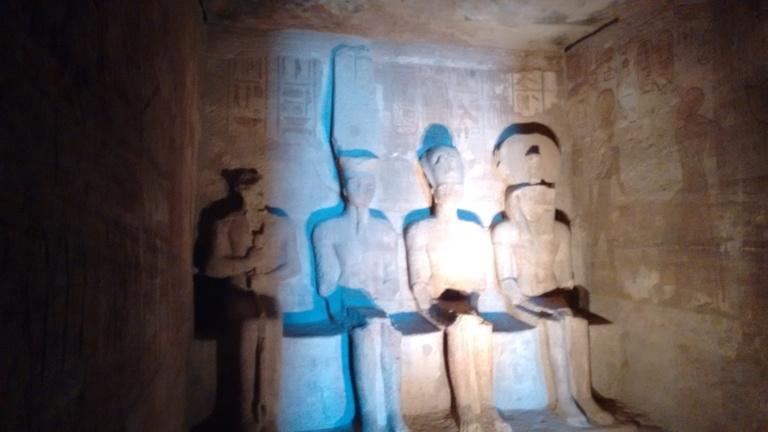 The 4 statues - Travellingminstrel #