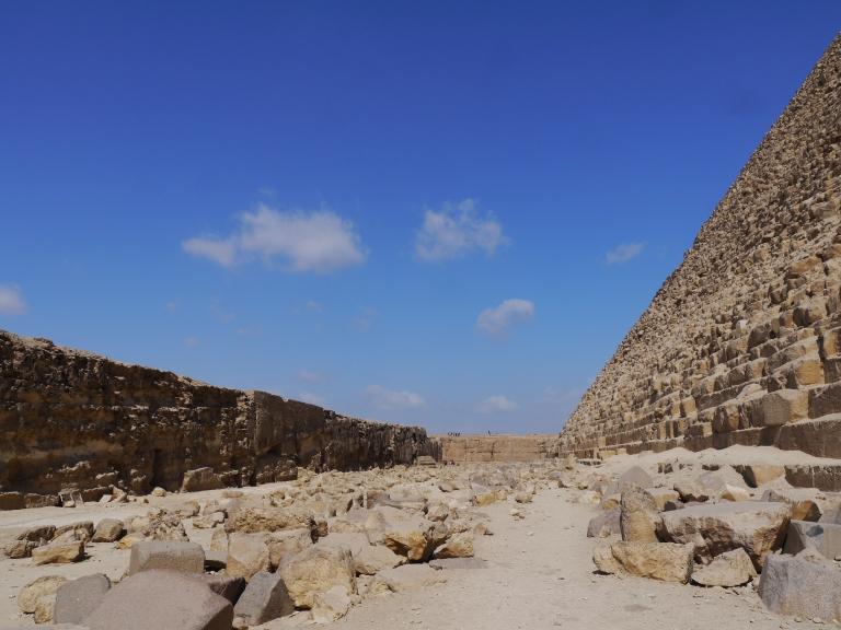 Behind Khafre's pyramid - Travellingminstrel #