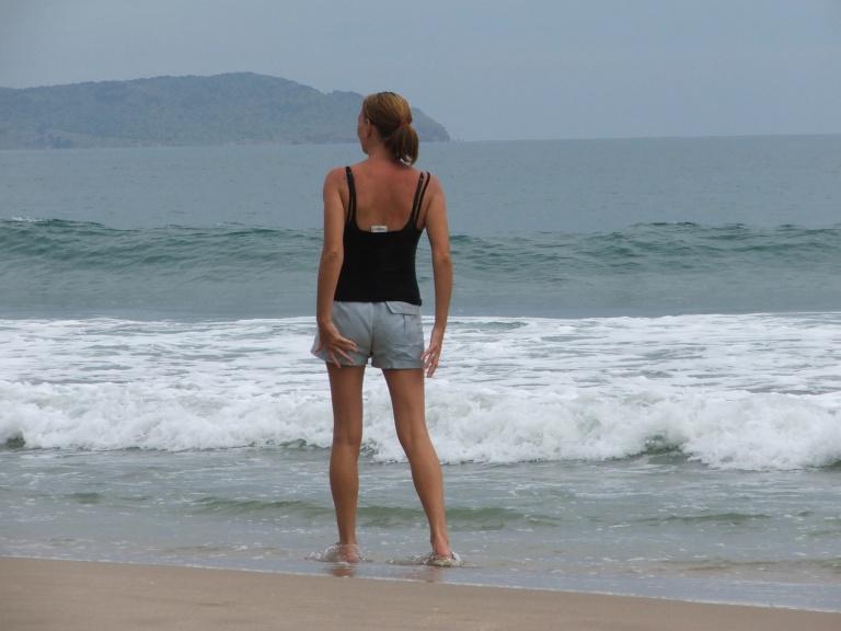 Mum on Mu nai beach - Travellingminstrel #